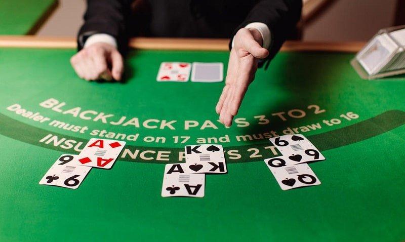 Blackjack pelipöytä