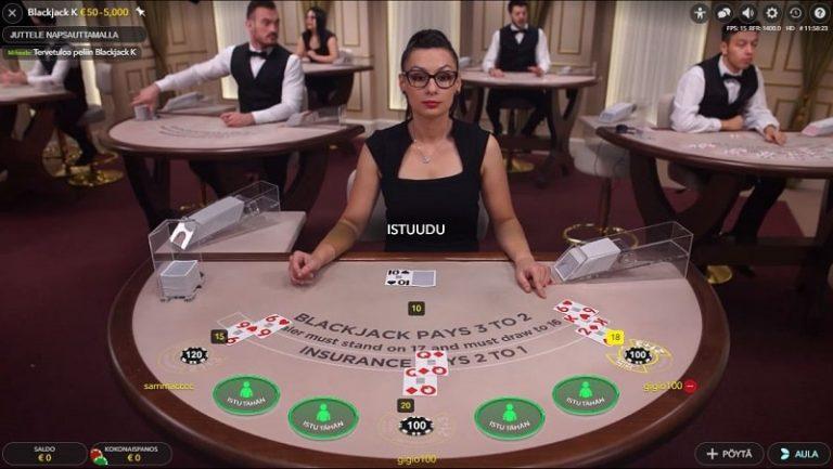 Blackjack-pöytä livekasinolla.